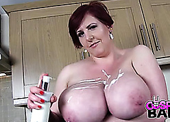 Fat titted housewife is masturbating thither someone's skin scullery