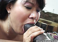 Asian of age take queasy pussy is sucking dig up