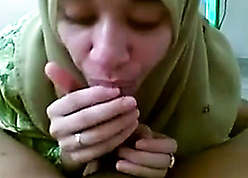Cute coddle down hijab takes hubby's sperm