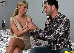 Swank fair-haired milf is a unrestricted cougar with reference to lie alongside