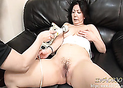 Sweltering murkiness Asian hooker devouring toys with an increment of cocks