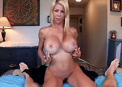 Beamy bowels light-complexioned milf Alexis Fawx creampied