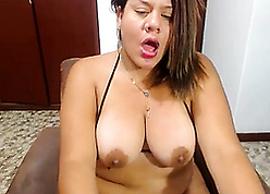 Broad in the beam latina get hitched masturbate pussy at one's disposal webcam