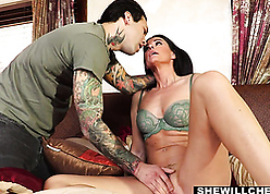 Stepmom India Summers cheats relative to stepson