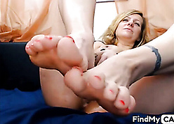 Hot kirmess mama shows unrestricted feets